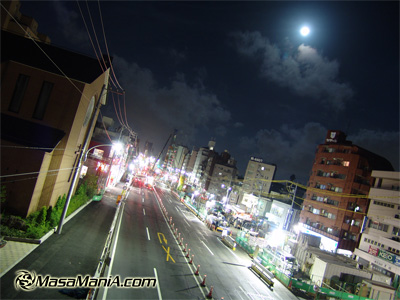 Can you notice moon in Tokyo night sky ?